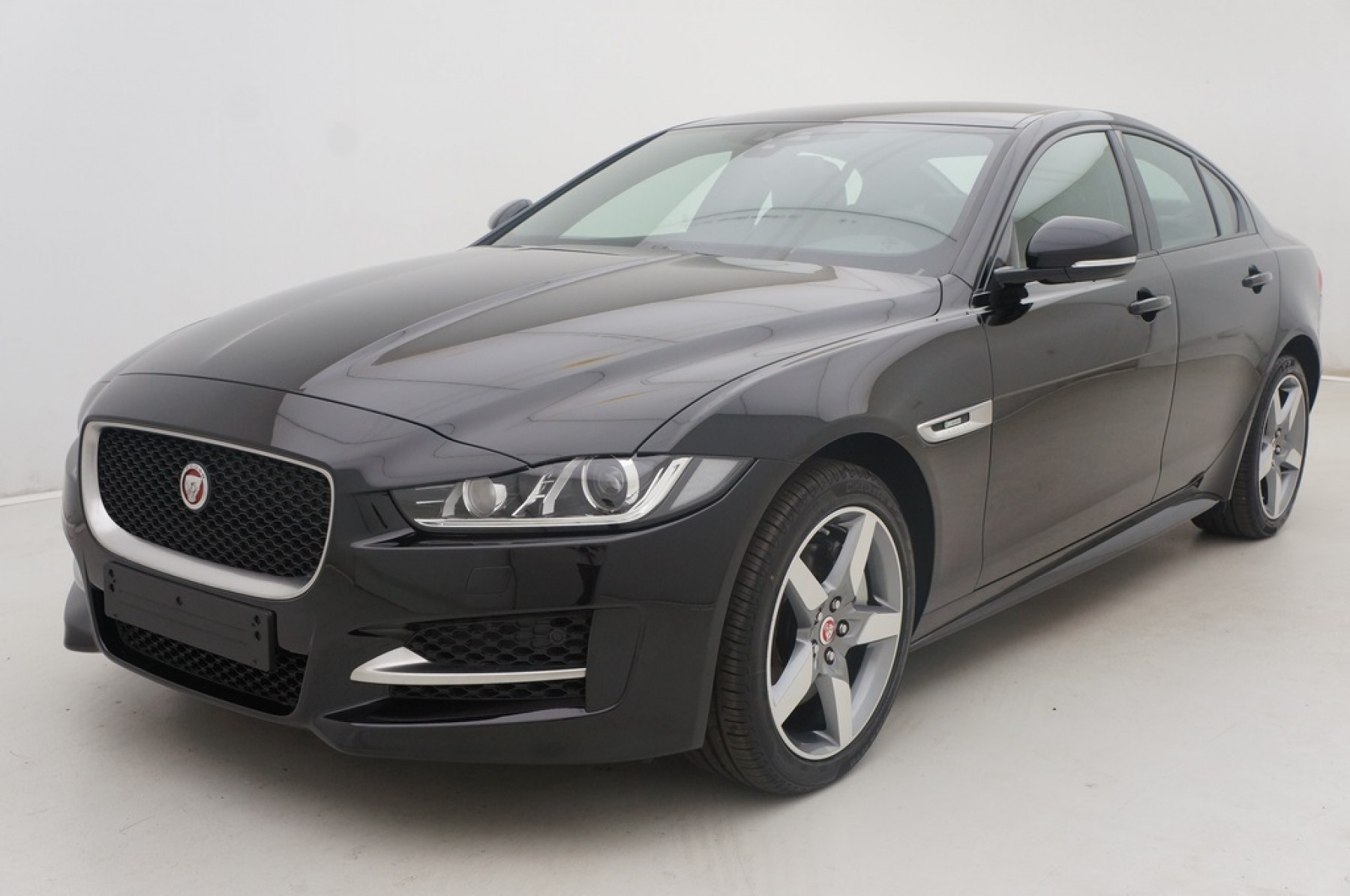 jaguar xe 180 automatique awd r sport auto wise. Black Bedroom Furniture Sets. Home Design Ideas